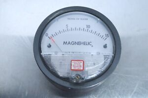 Dwyer Magnehelic Pressure Gauge 0 15 Inches Of Water