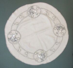 Arts And Craft Linen With Embroidered Design Of Bird