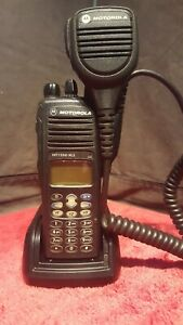 Motorola Ht 1550 Uhf With Mic And Imprez Charger