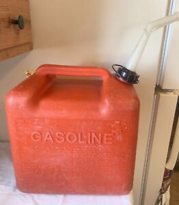 Vintage Chilton Gas Can 5 Gallon Rear Vented Red Poly Model P500