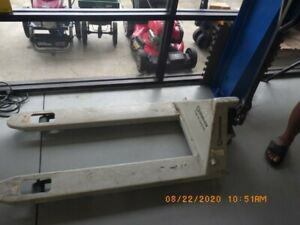 Strongway 4400 Lbs Pallet Jack tdy008067