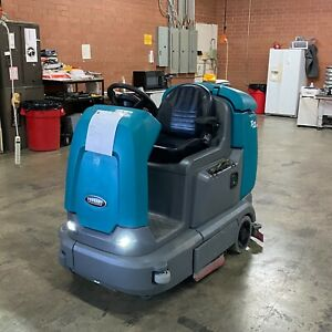 Tennant T12xp Cylindrical Ride on Floor Scrubber Low Hours