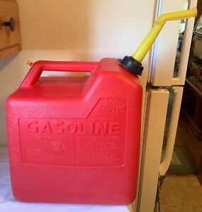 Vintage Chilton Gas Can 6 Gallon Rear Vented Red Poly Model P60 Nice