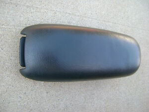 98 02 Chevy Blazer S10 Oldsmobile Bravada Center Console Arm Rester Lid Dk Gray