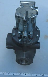 Parker Inline Poppet Valve 3 way Solenoid 1 Npt In out Ports W 1 1 4 Npt Exh