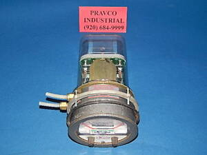 Dwyer 3020 Photohelic Pressure Switch Gauge 120vac 25 Psig Range 0 20 Of Water