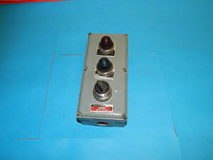 Westinghouse 3 Hole Oiltite Control Station W 2 Pilot Lights 1 Selector Switch