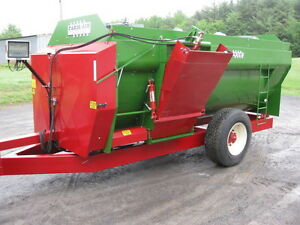 New Farm Aid Reel Tmr Feed Mixer Trailer Model