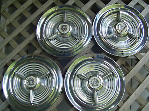 53 54 55 Oldsmobile Fiesta Custom Cruiser Jetstar Starfire Rocket Holiday Hubcap