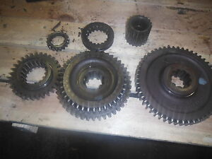 Ih International 424 Utility Tractor Top Transmission Gears And Collars 2865