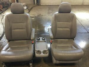 2003 Honda Odyssey Grey Leather Front Seats
