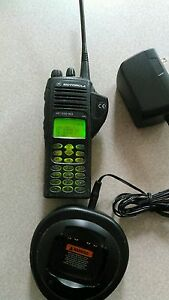 Motorola Ht1550xls Uhf 450 527 Mhz Radio With 110volt Charger