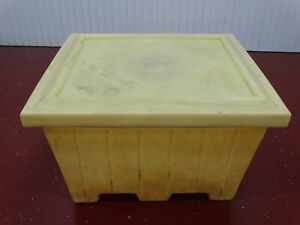 Plastic Gaylord yellow W lid 2 Way Fork Entry 48 l X 44 w X 30 h lot Of 8