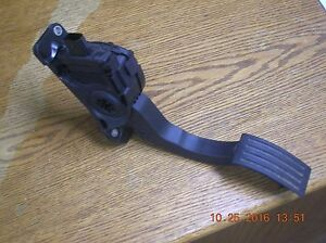2012 2013 2014 Ford Focus Used Oem Gas Pedal Part Bv61 9f836 Ab