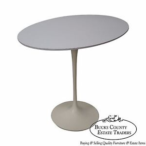 Knoll Early Eero Saarinen Oval Tulip Side Table