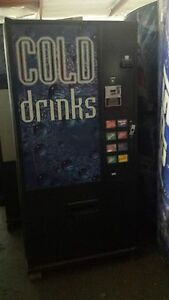 Dixie Narco 368 8 Flat Front Soda Vending Machine Pepsi coke W bill Acceptor