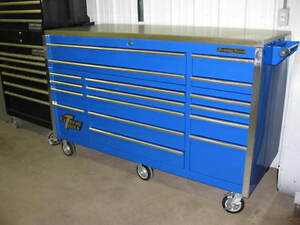 Extreme Tools 72 Professional Series Tool Box 17 Drawers