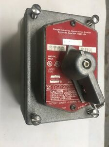 Crouse hinds Dsd 923 Explosion proof Selector Switch Stop Run With Box