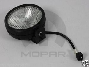 2005 06 Jeep Wrangler Tj Driving Fog Light Mopar 55077917ac Oem Lamp