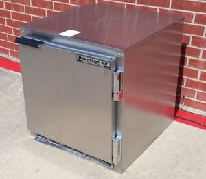 Beverage Air 27 Compact Undercounter 7 3 cu Ft Refrigerator Ucr27a