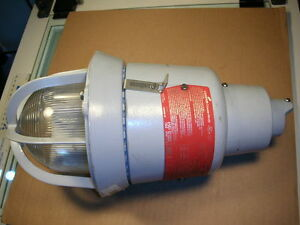 Cooper Crouse hinds Eaton Vaporproof Luminaire Light Evi301 Explosion Proof Nos