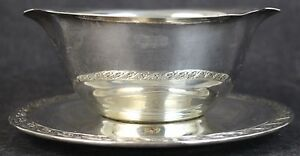 Wm Rogers Son Spring Flower Silver Plate Gravy Boat W Attached Underplate