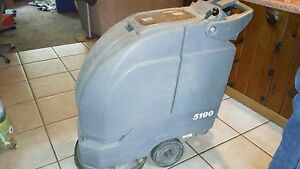 Noble 17 Automatic Floor Scrubber Model 5100 Works Great All Accessories Incl