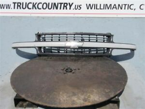 Grille Gray Center Bar Fits 99 02 Silverado 1500 Pickup 64285
