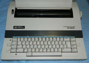 Smith Corona Electronic Typewriter Xe 5200 With Manual And Keyboard Cover
