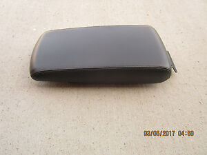 08 10 Chrysler 300 Limited Center Console Arm Rester Lid Black Leather