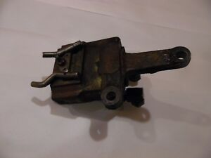 John Deere Tractor Hydraulic Outlet Coupler Block part Number R38109