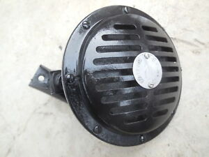 Porsche 356 Original Bosch 6v Horn With Mounting Bracket 1