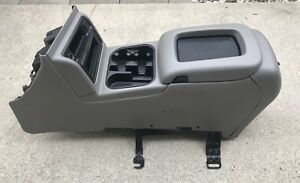 2003 2006 Tahoe Suburban Bose Floor Center Console Assembly Grey gray Oem