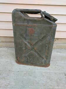 Vintage Us Military Green Metal Jerry Gas Cans 5 Gallon Willys Jeep