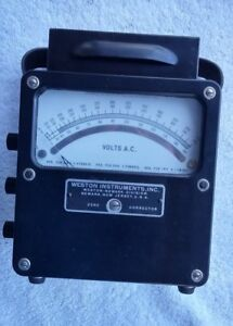 Vintage Electric Voltmeter Mechanical weston Model 433 W Case