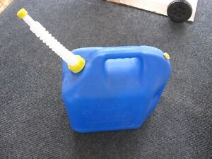Slightly Used Blitz 5 Gallon Vented Plastic Blue Kerosene Can Gas Can