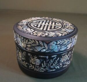 Very Rare Korean Joseon Dynasty Lacquer Lunch Box With Sea Shell Decoration