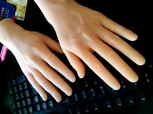 New Design one pair Lifelike Silicone Man s Hands Model Mannequin Displays