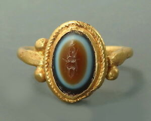 Roman Gold Ring With An Agate Intaglio Depicting Thunderbolt L741