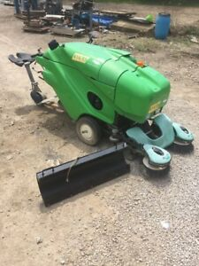 414rs 414 Rs Green Machine Diesel Powered Ride On Sweeper 204 Hrs W blade