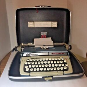 Vintage Smith corona Classic 12 Manual Typewriter Black Hard Case With Key Euc