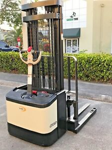 2004 Crown Electric Forklift Walkie Stacker Walk Behind With Charger Ws2300