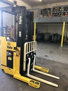 Yale Nr035sdns24te095 Electric Reach Truck Narrow Aisle Forklift Stand Up