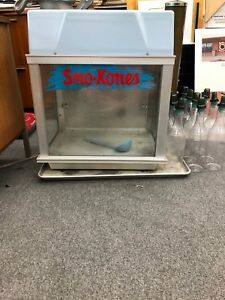 Deluxe Sno Konette Gold Medal Snow Cone Maker 899 Model 1002 Bottles Included