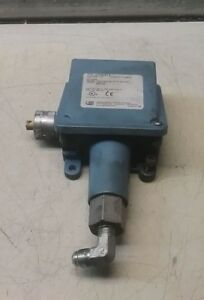 Lot Of 2 United Electric Controls H100 612 Pressure Switch