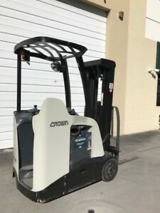 2011 Crown Electric Forklift Rc5530 30 Dockstocker Narrow Aisle Counterbalance
