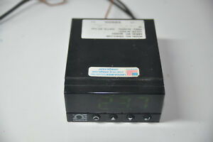 Omega Engineering Temperature Controller Cni823 c4ei