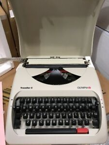 Vintage Olympia Traveller C Manual Typewriter Hard Case Cover Travel Compact New