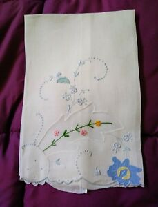 Pretty Floral Design Hankerchief Linen Embroidered Hand Towel 18 1 3 By 13 1 2