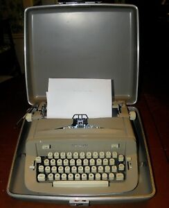 Vintage 1966 Royal 890 Manual Typewriter Beige Hard Carrying Case Included